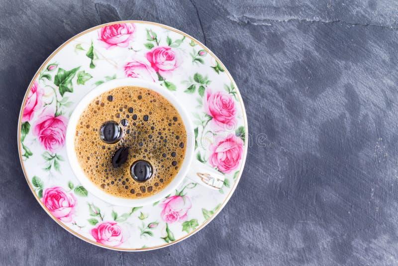Schale starker schwarzer türkischer Kaffee lizenzfreies stockbild