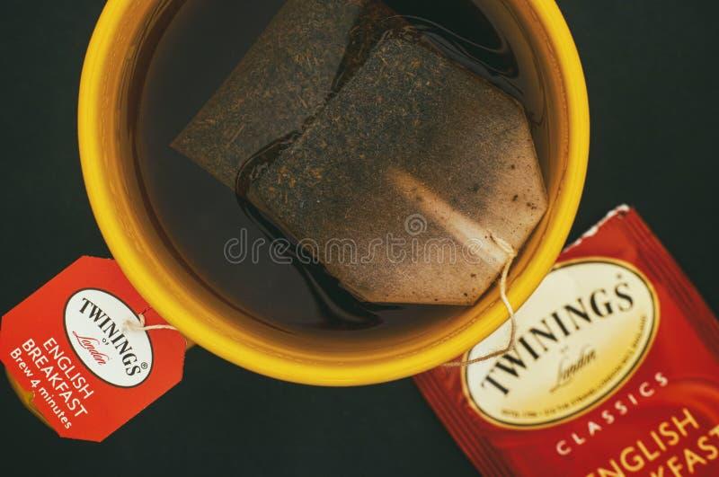 Schale Tee englischen Frühstücks Twinings mit Teebeutel Schwarzes backgro stockfotos