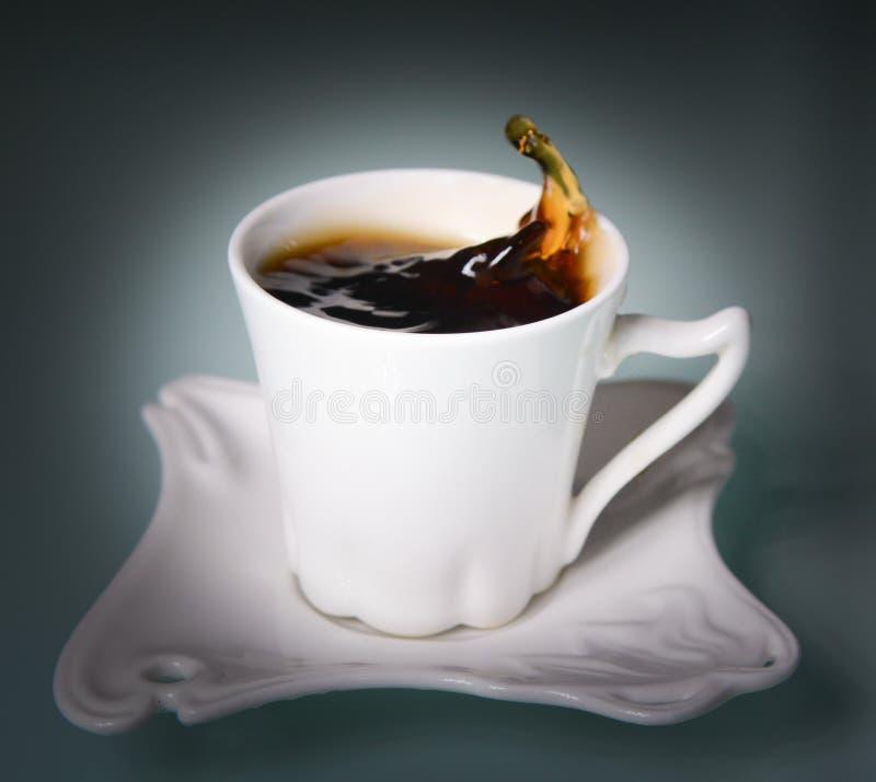 Schalenkaffeeschwarzes lizenzfreie stockbilder