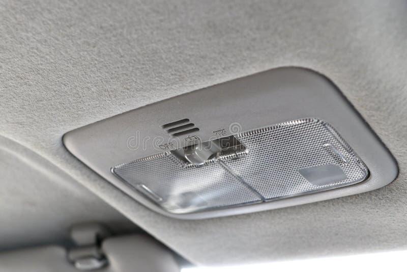 Schalter für Innenbeleuchtung des Autos stockbild