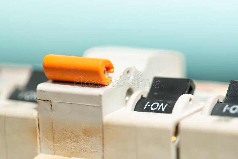 Schalter-Unterbrecher-Sicherung mit Arbeitsstellung lizenzfreies stockfoto