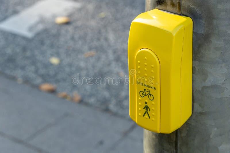 Schalter von Ampeln lizenzfreie stockfotografie