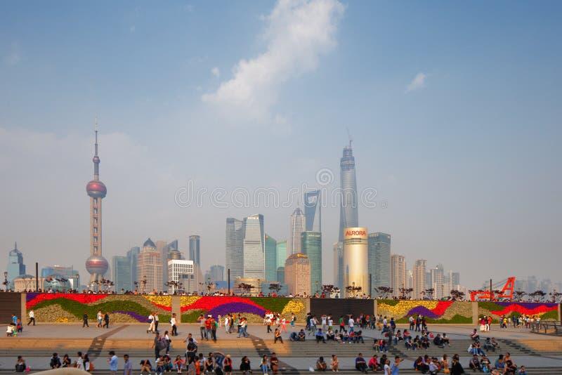Schang-Hai, Cina Una vista dell'orizzonte del paesaggio urbano immagini stock