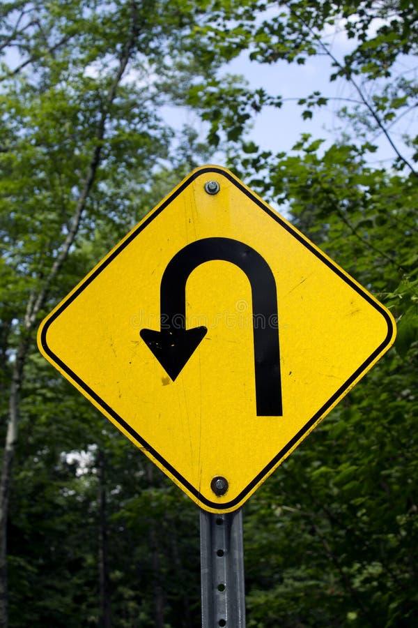 Scharfes Zeichen der linken Kurve lizenzfreie stockfotos