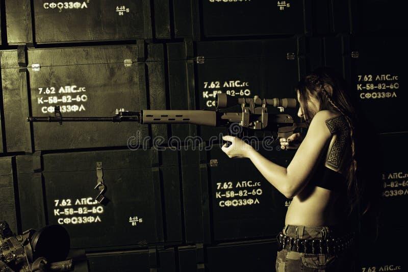 Scharfschütze mit svd stockfoto