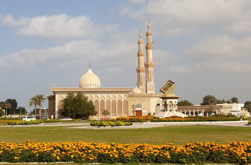 Scharjah, Vereinigte Arabische Emirate - 23. Dezember 2014: Foto der Moschee Al Imam Ahmad Ibn Hanbal und Monument zum heiligen Q lizenzfreies stockfoto