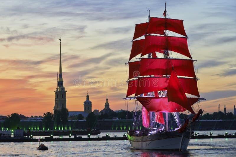 Scharlakansrött seglar royaltyfria foton