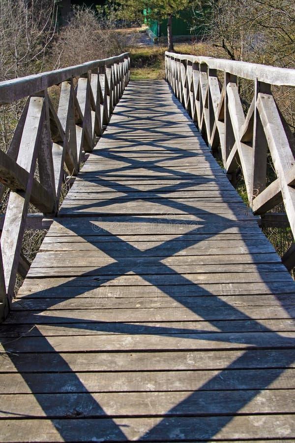 Schatten auf Brücke stockbild