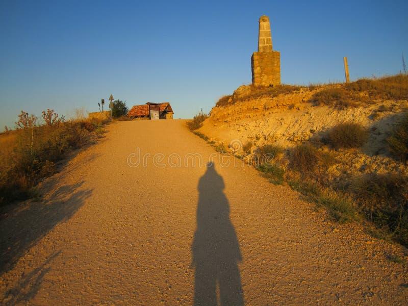 Schatten auf dem Weg lizenzfreies stockbild