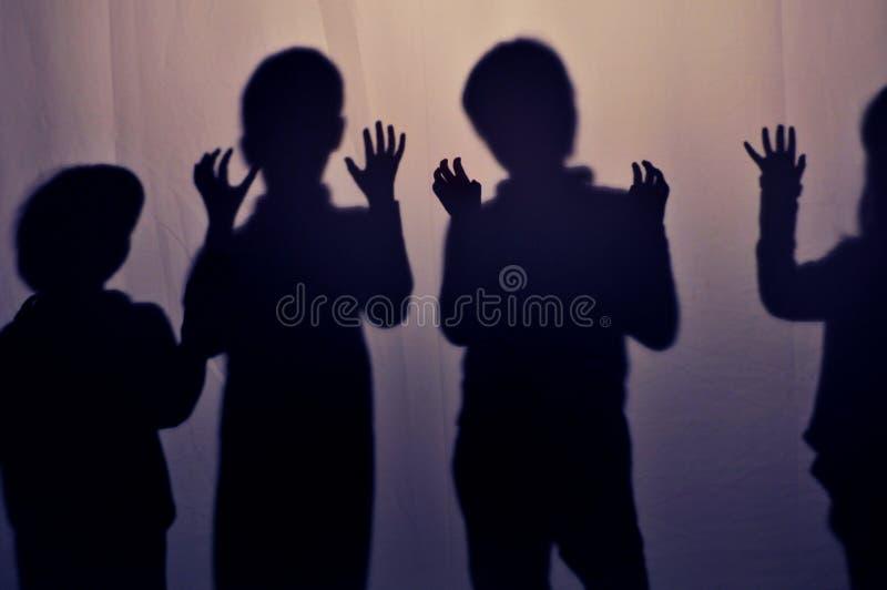 Download Schatten der Kinder stockfoto. Bild von hände, schatten - 18071656