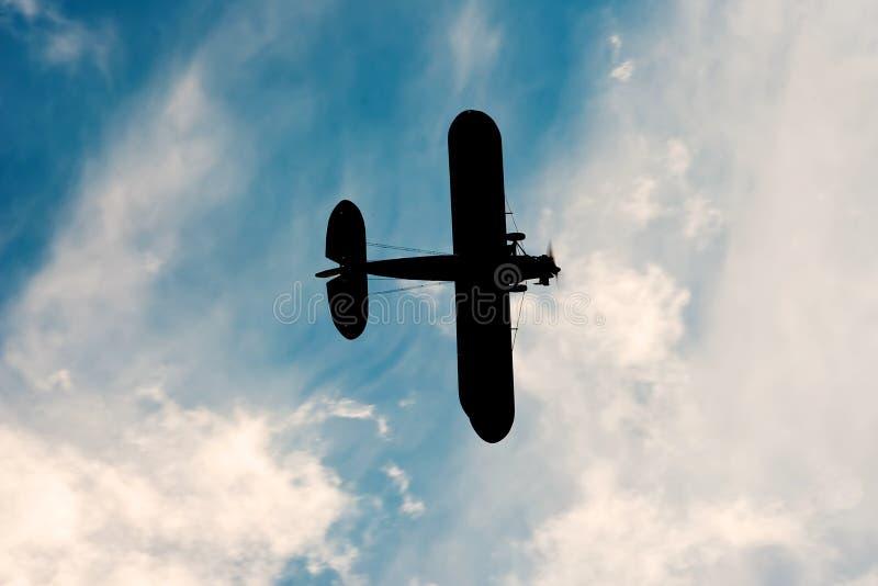 Schatten des alten Flugzeuges lizenzfreie stockfotografie