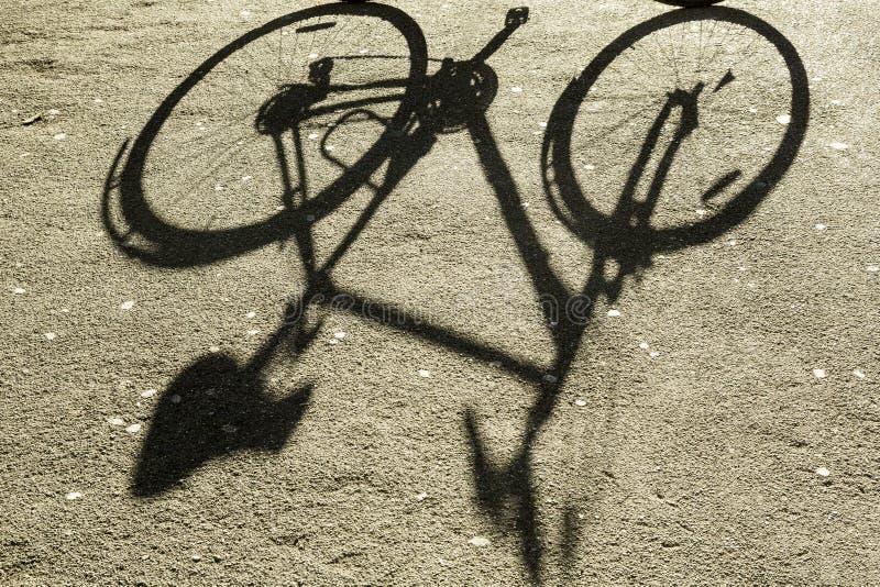 Schatten des Fahrrades stockfotos