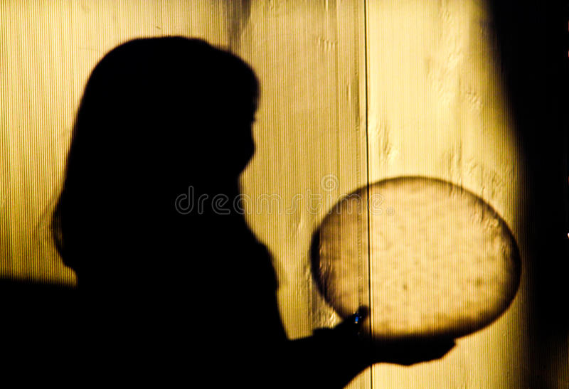 Download Schatten Von Den Kindern, Die Einen Ball Halten Stock Abbildung - Bild: 42930588