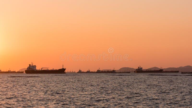 Schattenbild-Öltanker, Gastanker lizenzfreie stockbilder