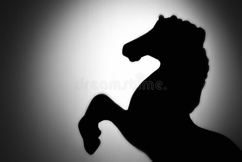 Schattenbild-Bremsungspferd stockfotos