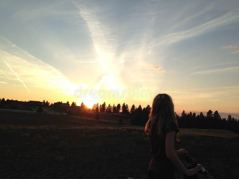 Schattenbild Der Frau Bei Sonnenuntergang Kostenlose Öffentliche Domain Cc0 Bild