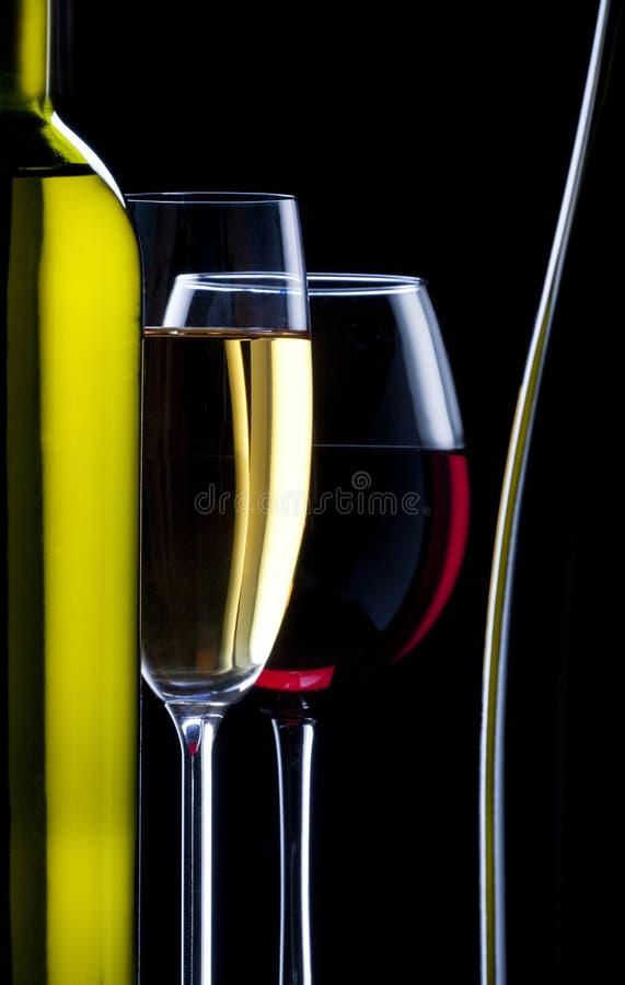 Schattenbild der Gläser und der Flasche Weins lizenzfreies stockfoto