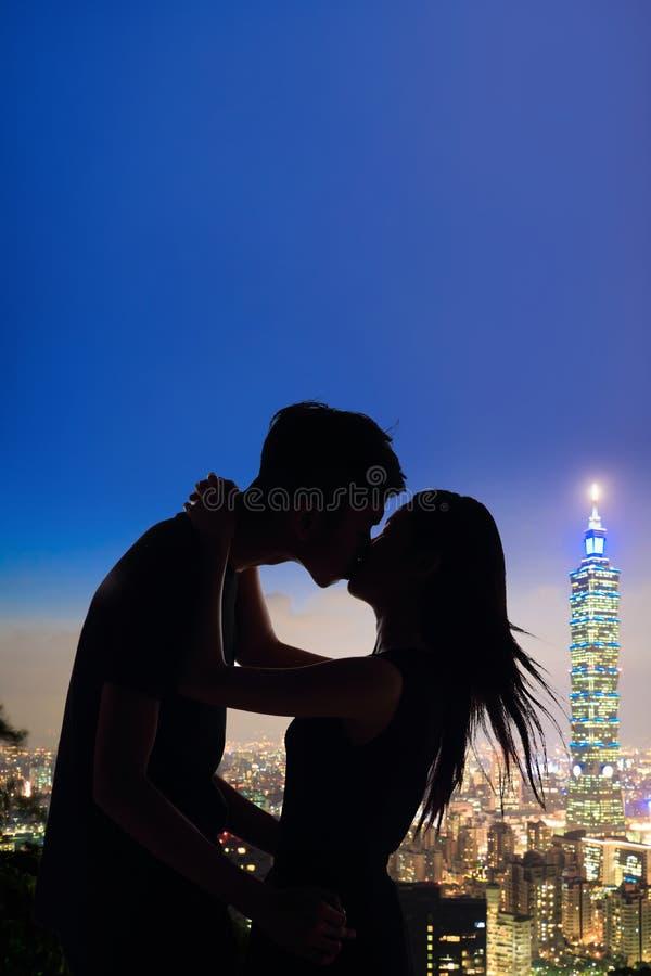 Schattenbild der Paare lizenzfreie stockfotos
