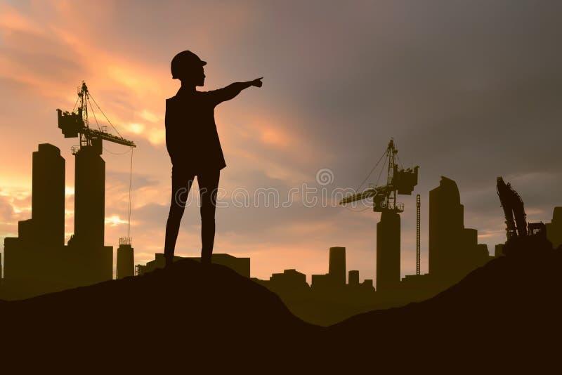 Schattenbild der Technikfrau mit Schutzhelm Projekt c zeigend lizenzfreie stockfotografie