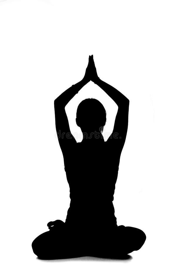 Schattenbild des übenden Yoga der Frau lizenzfreie stockfotos
