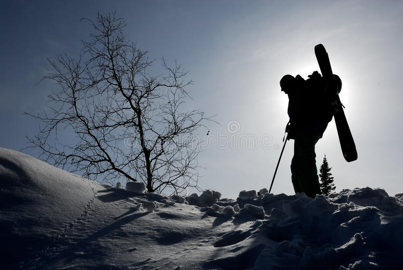 Schattenbild des backcountry Skifahrers lizenzfreie stockfotografie