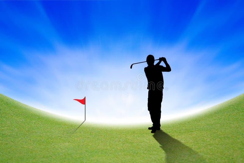 Schattenbild des Golfspielers auf grünem und blauem Himmel stock abbildung