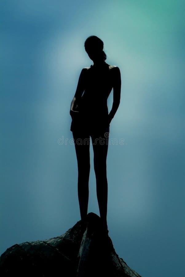 Schattenbild des Mädchens nachts. stockbilder
