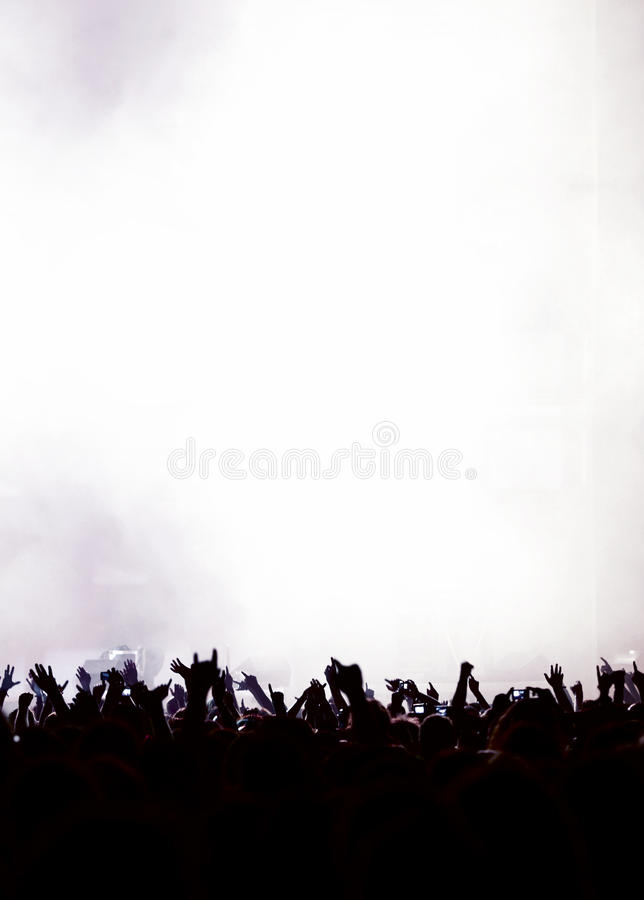 Schattenbild des Partypublikums oder der Konzertmasse stockfoto