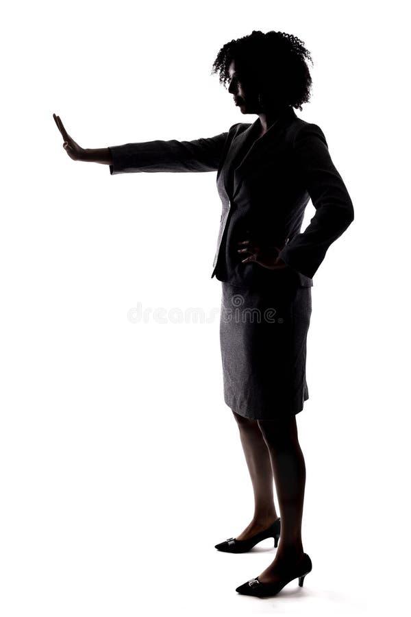 Schattenbild einer schwarzen Geschäftsfrau mit Endgeste stockbilder