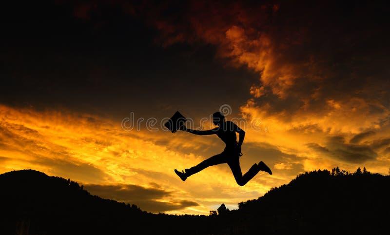 Schattenbild eines Mannes mit einem Aktenkoffer stockfoto