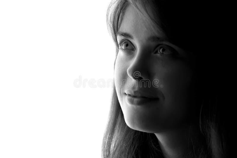 Schattenbild eines schönen träumerischen Mädchens stockfotografie