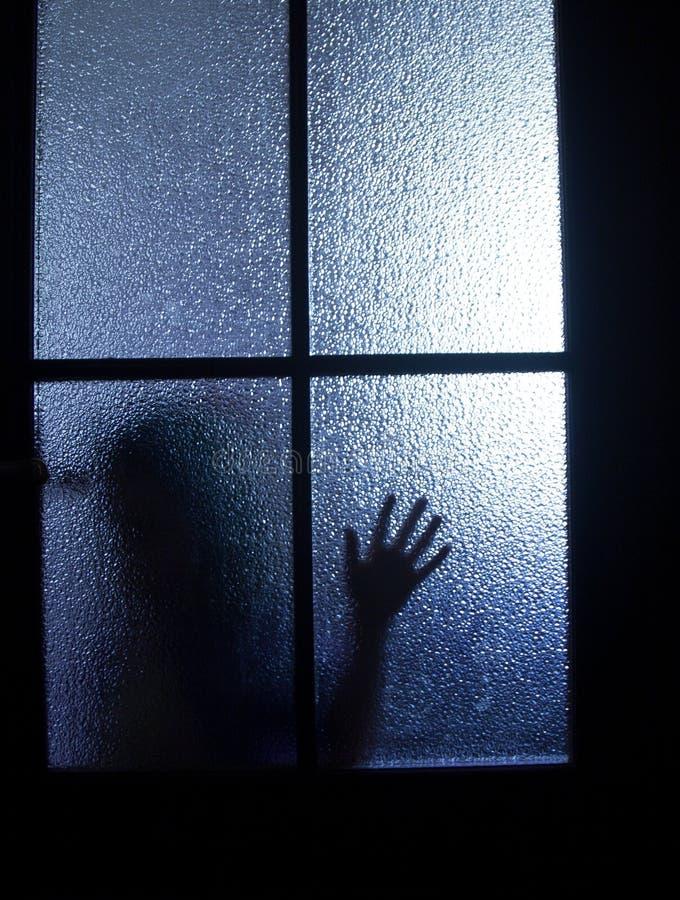 Schattenbild hinter einer Tür lizenzfreie stockfotografie