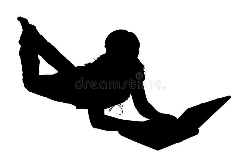 Schattenbild mit Ausschnitts-Pfad-Frau mit Computer lizenzfreie stockfotos