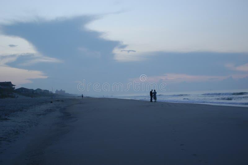 Schattenbild am Sonnenaufgang lizenzfreie stockfotografie