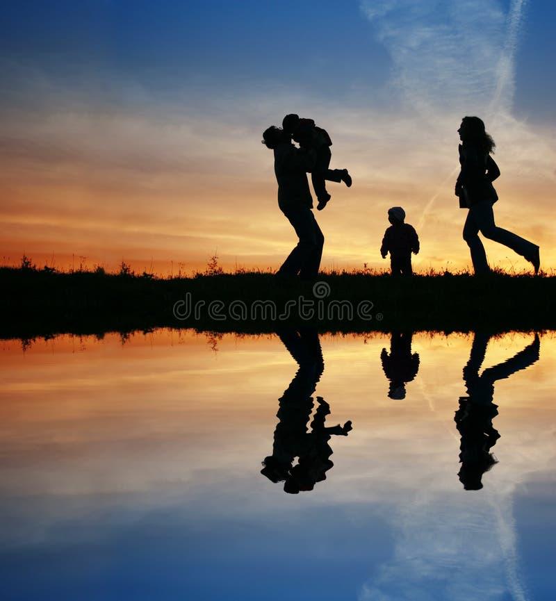 Schattenbild-vierköpfige Familie lizenzfreies stockbild