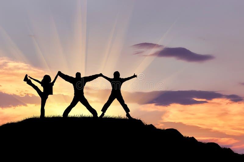 Schattenbild von drei glücklichen Menschen stockfotografie