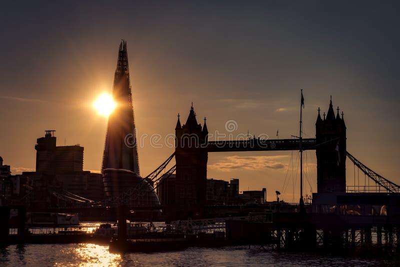 Schattenbild von südlich London-Skylinen lizenzfreie stockbilder