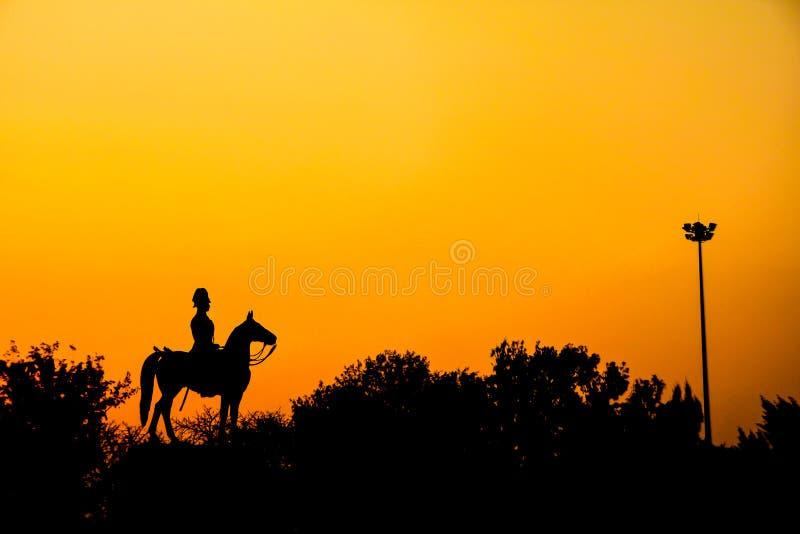 Schattenbild von Statue Thailand Königs Rama V lizenzfreies stockfoto