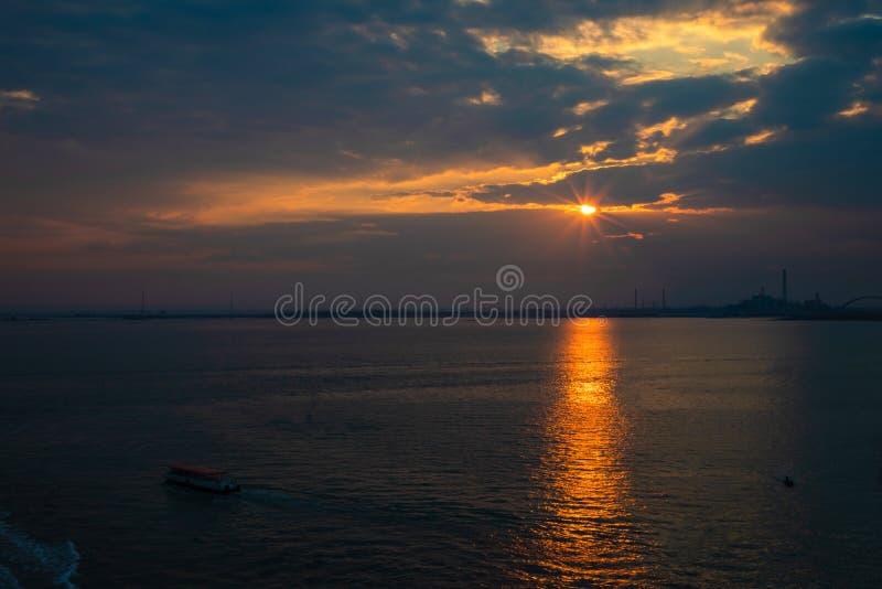 Schattenbild von Venedig Porto Marghera, Industriegebiet, Italien lizenzfreie stockbilder