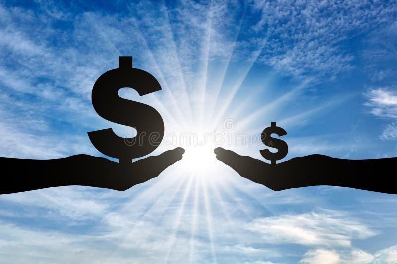 Schattenbild von zwei Händen, eins, das ein großes Zeichen Dolar hat ein hohes Einkommen, das andere klein hält stock abbildung