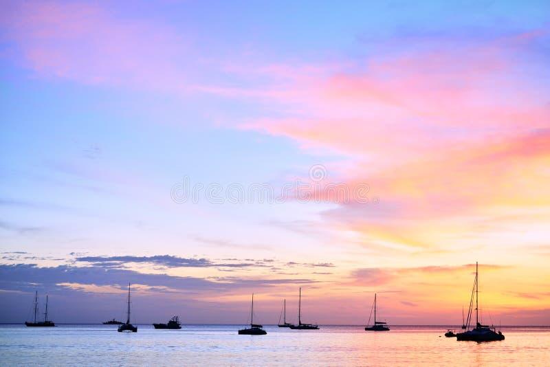 Schattenbild der Yacht stockbilder