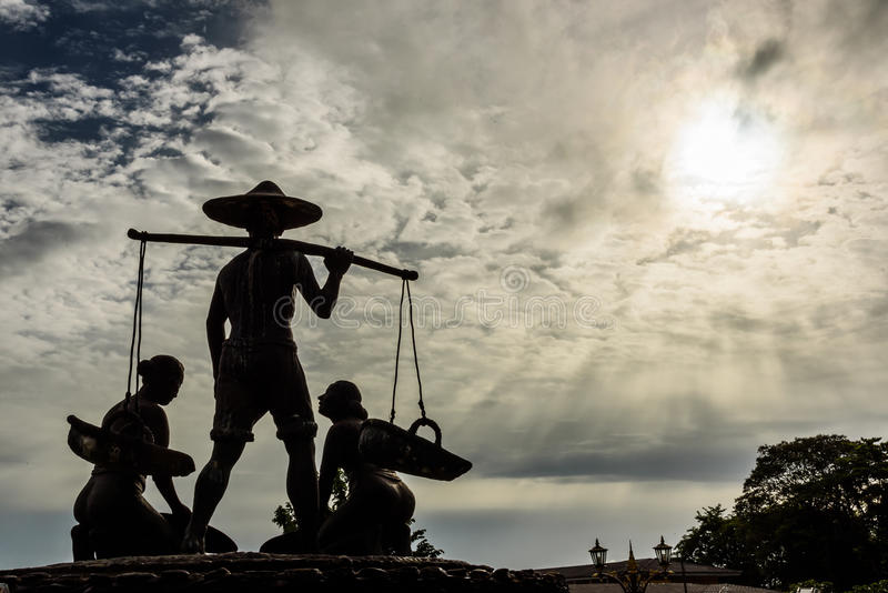Schattenbildbergwerk Statue lizenzfreie stockfotografie