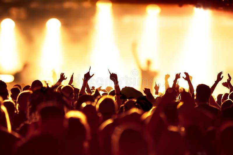 Schattenbilder der Konzertmasse lizenzfreies stockbild