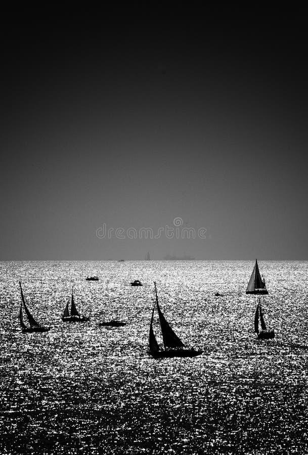 Schattenbilder der Segelboote stockbilder