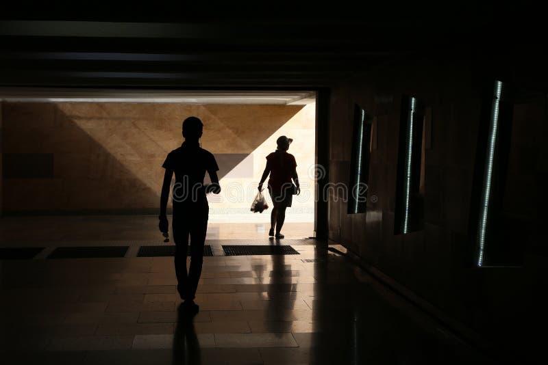 Schattenbilder eines Mannes und der Frau lizenzfreies stockfoto