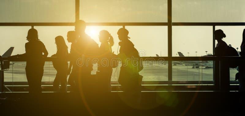 Schattenbilder am Flughafen lizenzfreie stockfotos
