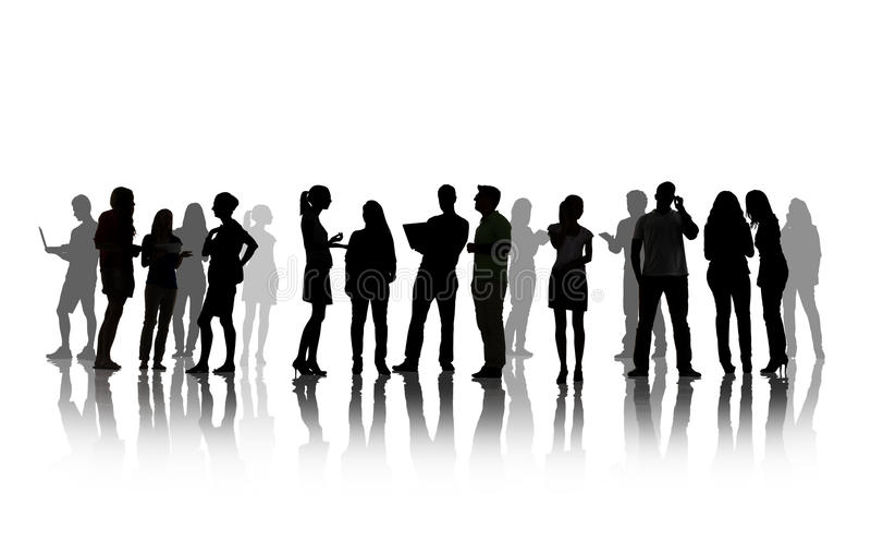 Schattenbilder von den Leuten, die Gruppen-Diskussion haben stockfoto