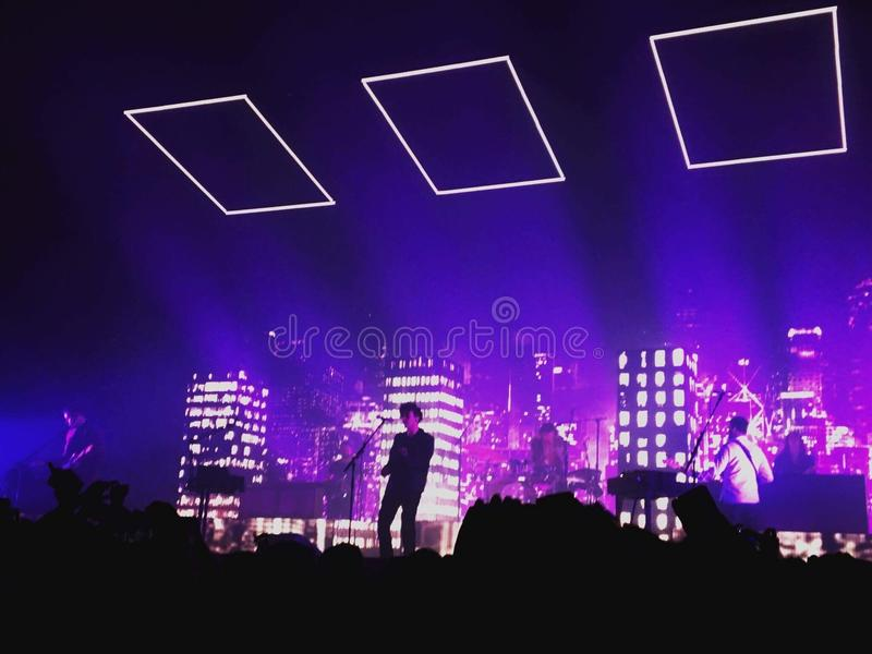 Schattenbilder von sechs Musikern lizenzfreie stockbilder