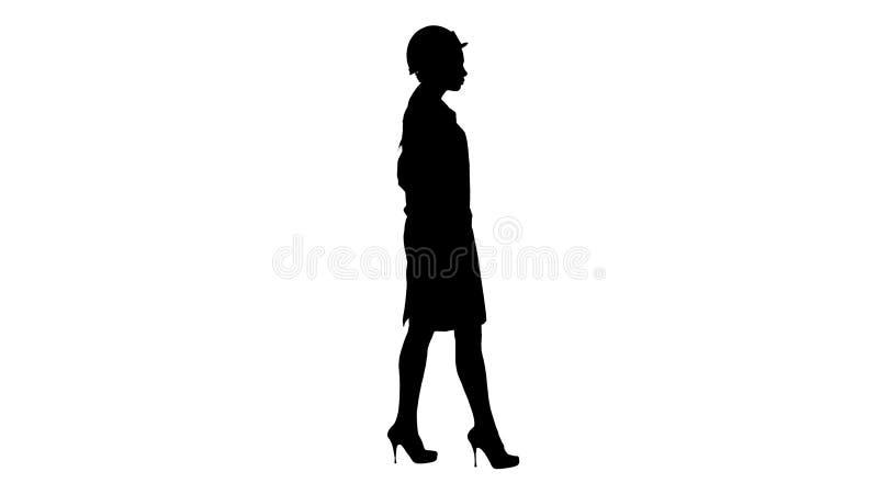 Schattenbildfrau in der weißen Robe, die Schutzhelm auf beim Gehen setzt lizenzfreie abbildung