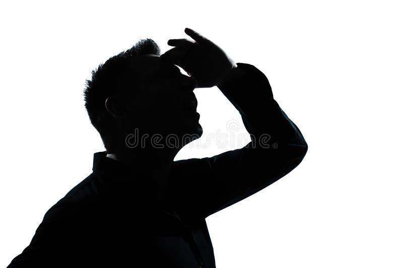 Schattenbildmannportrait, das oben vorwärts Geste schaut stockbilder